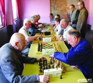 Все пять часов, на протяжении которых проходил турнир, за столами царила напряженная спортивная атмосфера.
