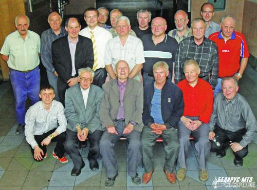 Фотография на память — одна из традиций соревнований по шахматам на призы газеты «Беларус-МТЗ обозрение».