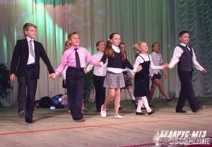 На сцене коллектив воспитанников ЦТДиМ Партизанского района.