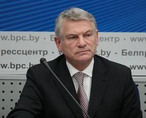 Министр архитектуры и строительства Республики Беларусь Анатолий НИЧКАСОВ ожидает, что с февраля 2012 года стоимость строительства жилья не будет увеличиваться более чем на 1,5 процента в месяц и 18 процентов в целом за год.