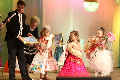 Трио фавориток конкурса — Эмилия, Софья и Милана.