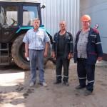 Старший мастер Виталий Таболич, звеньевой каменщиков Николай Нехай и бригадир плотников Евгений Суринов.