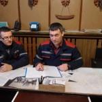 Мастер Артем Мардович и энергетик Дмитрий Кандыбович подводят итоги работы службы в октябре.