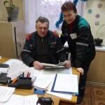 Начальник участка Александр Сенькевич и старший мастер Наталья Арловская подводят итоги первой трудовой недели нового года.