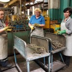 Испытатели на герметичность Светлана Усович, Татьяна Мергурьева и Татьяна Казенникова испытывают трубопровод.