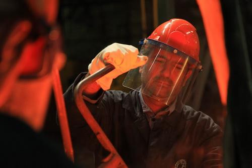 Профессиональные навыки Самардин Джаборов получал в литейном цехе № 3 ОАО «МТЗ».